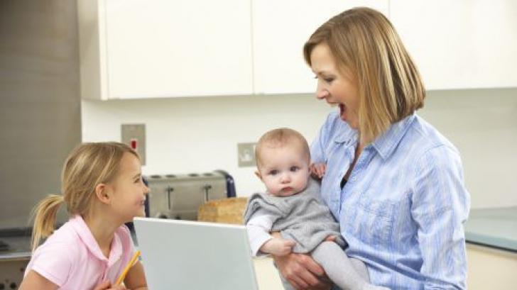 Meseria de mamă, echivalentă cu... 2,5 locuri de muncă cu normă întreagă