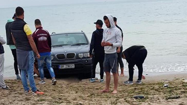Cine este şoferul teribilist cu BMW care a rămas blocat cu maşina pe plaja din Vama Veche