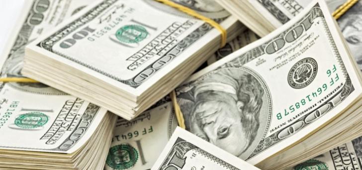 Saci de bani la fostul premier