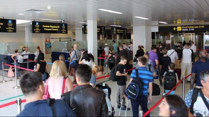 Haos pe aeroportul Otopeni. Sute de pasageri aşteaptă de ore întregi. Grevă în Italia