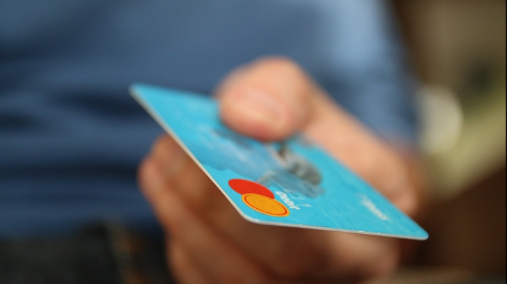 Cele două situații în care n-ar trebui să plătești cash