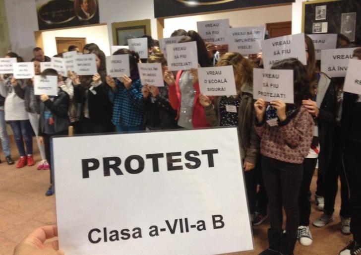 Premieră în România, şcoală sancţionată pentru discriminare