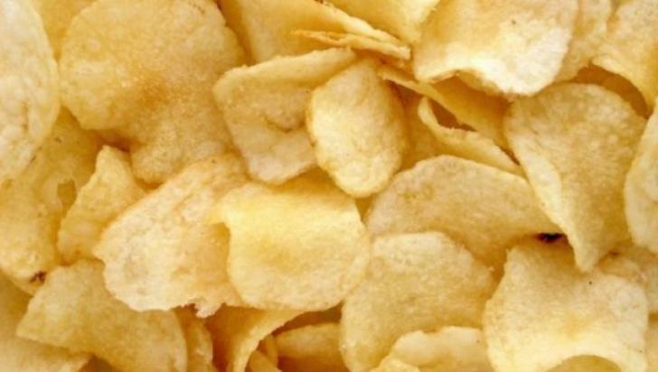 Cum să faci chipsuri de cartofi sănătoase şi delicioase, la tine acasă