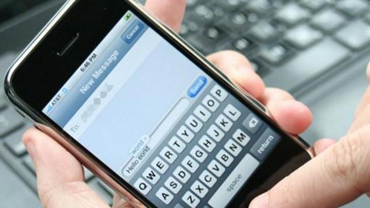 SMS-urile te pot baga după gratii. Un român a primit 6 luni de închisoare pentru că a trimis mesaje
