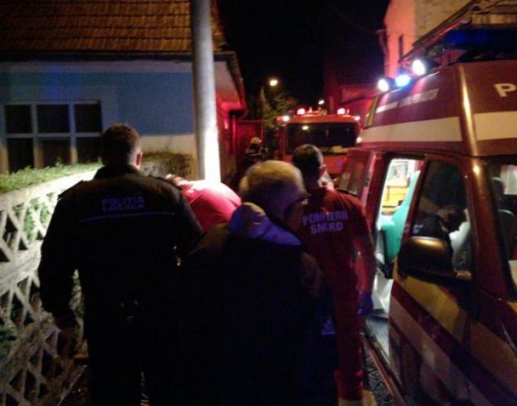 <p>Tânăr căzut într-o groapă din Bistriţa, salvat de fostul preşedinte al CCR Augustin Zegrean / Foto: bistriteanul.ro</p>
