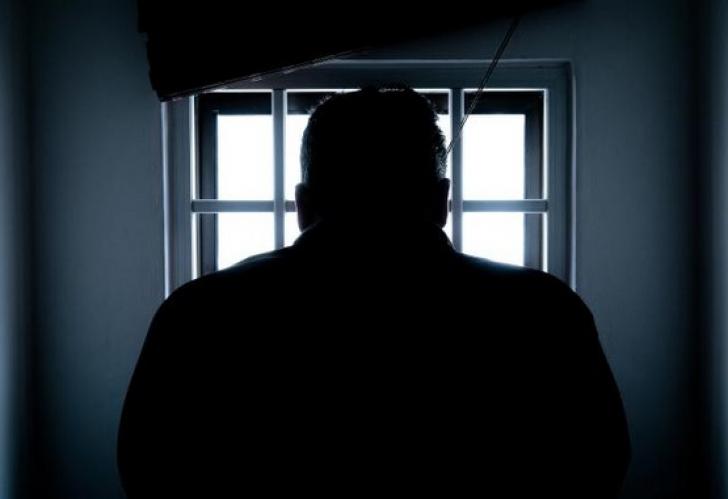 Gardian, incriminat de viol printr-o probă halucinantă: forţat să-şi arate părţile intime la proces!