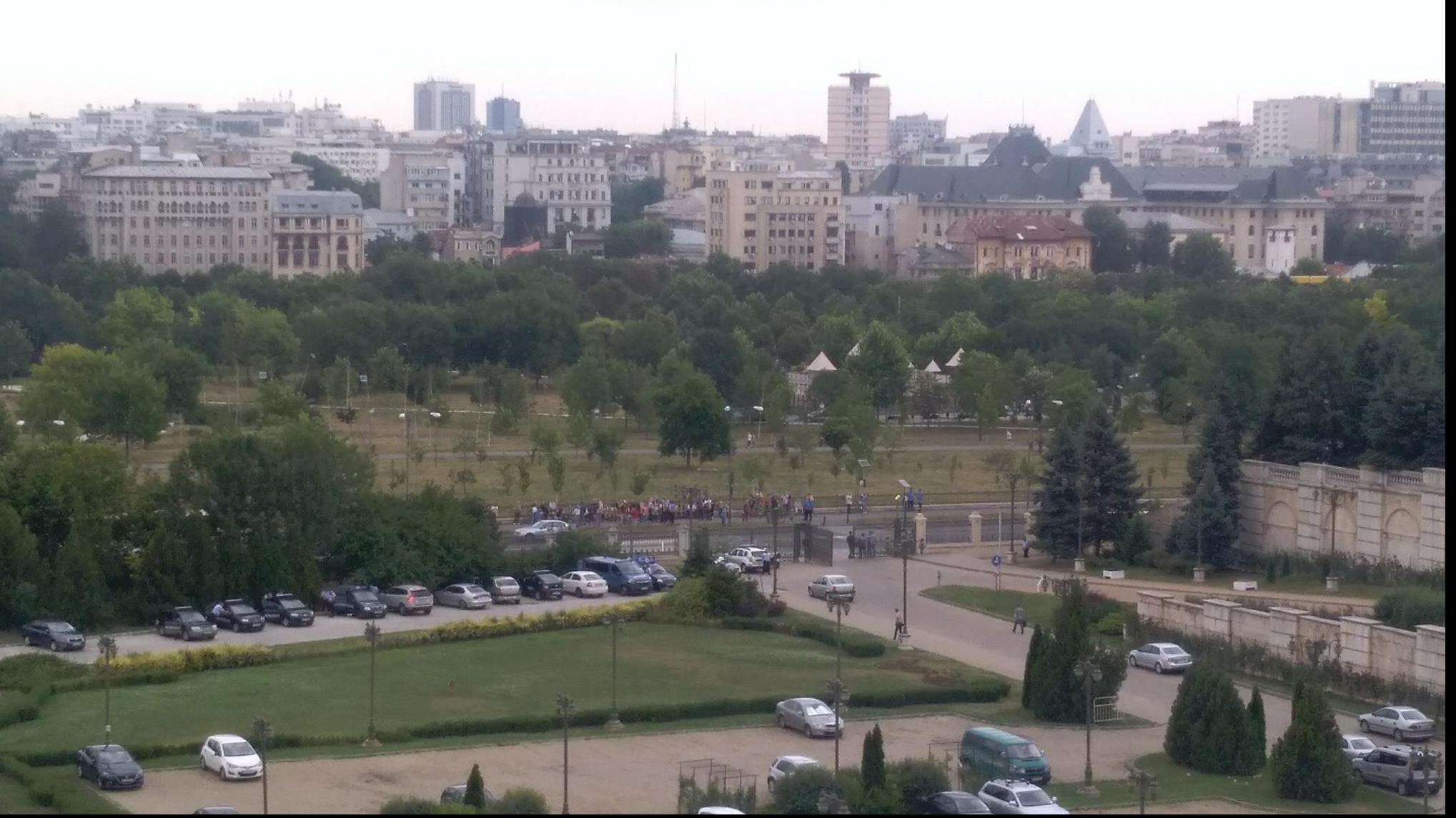 Proteste in fata Palatului Parlamentului