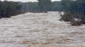 Cod portocaliu de inundaţii pe râuri din 5 judeţe, până joi dimineaţa