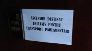 Ce s-a întâmplat când o jurnalistă a vrut să urce în liftul destinat exclusiv parlamentarilor