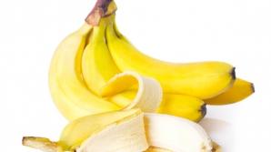 Obiceiul GREŞIT pe care îl avem cu toţii atunci când mâncăm banane. Ce să nu mai faci NICIODATĂ