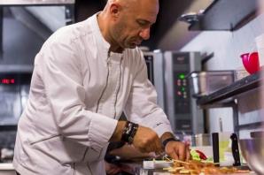 Recomandarea lui Chef Scarlatescu pentru vara asta: Pui Teriyaki cu rucola, baby spanac si ardei (P)
