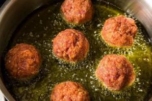 Aşa faci cele mai bune chifteluţe din carne. Ingredientul care face diferenţa