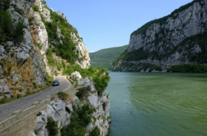 """Singurul loc din România unde găseşti şi munte şi """"mare"""". E de o frumuseţe rară!"""