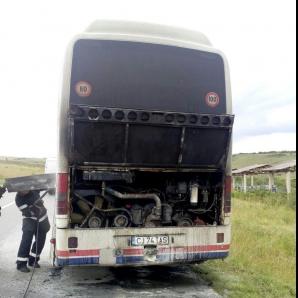 Un autocar a luat foc în mers - 45 de pasageri erau la bord
