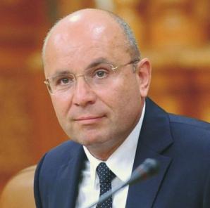 """Cozmin Guşă: """"Nu poţi să îi dai sfaturi care crede despre sine că este aproape un cadavru politic"""""""