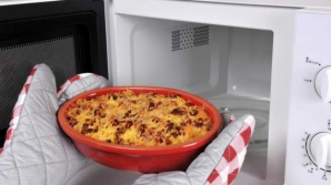 5 alimente pe care să NU le încălzeşti niciodată în cuptorul cu microunde