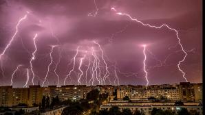 Vremea se schimbă radical. Temperaturile scad drastic, vor fi ploi şi furtuni