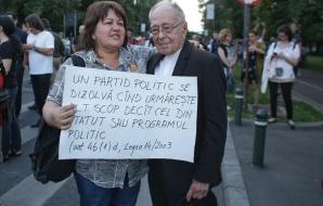 """Mihai Şora, alături de protestatari, la Victoriei: """"Naţia mea suferă, vrea dreptate"""" / Foto: Inquam Photos / Octav Ganea"""