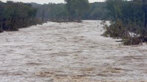COD PORTOCALIU şi COD GALBEN de inundaţii în 18 bazine hidrografice şi pe râurile din Dobrogea