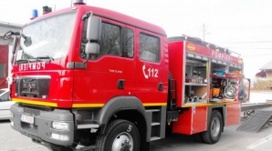 Pompieri răniţi după ce o autospecială ISU a fost lovită în plin de un şofer neatent