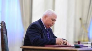 Judecătorul CCR Petre Lăzăroiu, născut Ceaușescu, obligat de instanţă să recunoască un copil