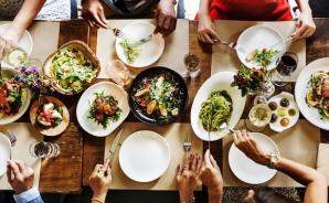 5 trucuri la care apelează restaurantele pentru a te face să mănânci în exces