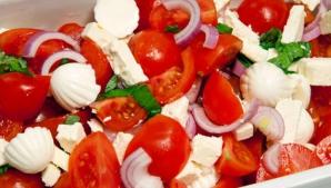Ce nu ştiai desrpre mâncarea verii, roşii cu brânză. Mai mănânci?