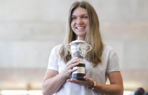 Motivul pentru care Simona Halep s-a întors în ţară cu REPLICA trofeului câştigat la Roland Garros / Foto: Inquam Photos / Octav Ganea