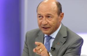 Băsescu: Dacă nu cade prin moţiune Guvernul, bine ar fi să-l daţi jos!