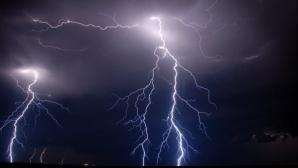 Furtuna a făcut ravagii. Un bărbat a fost ucis de trăsnet. O femeie se zbate între viață și moarte