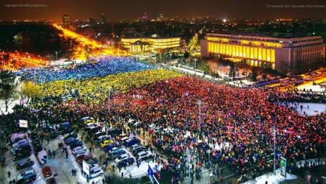 reactia-protestatarilor-din-piata-victoriei-la-condamnarea-lui-dragnea-este-savuroasa