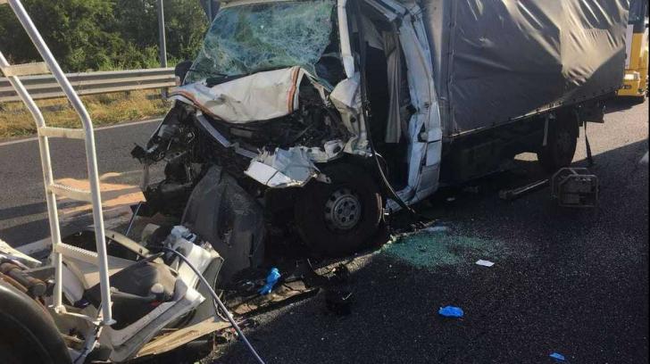 Român mort într-un accident cumplit, în Italia. Impact violent cu un TIR