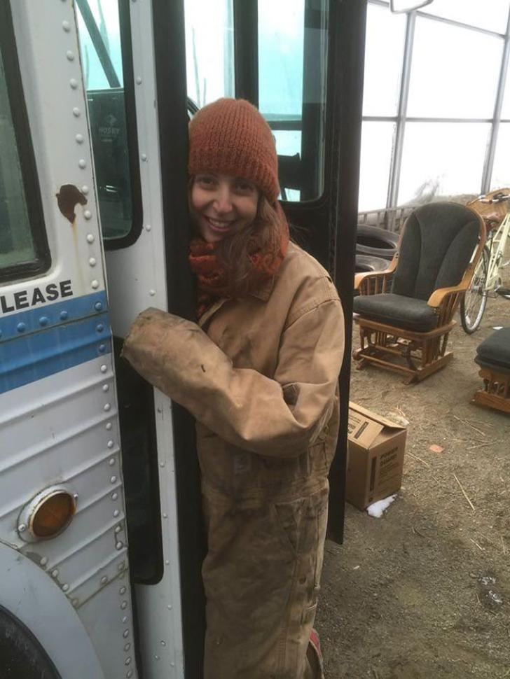 O femeie a transformat un autobuz într-o casă de lux. Imagini impresionante