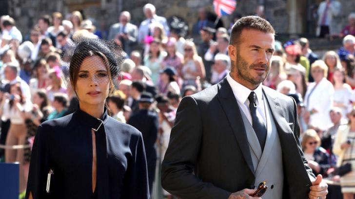 David şi Victoria Beckham scot la licitaţie ţinutele de la nunta prinţului Harry
