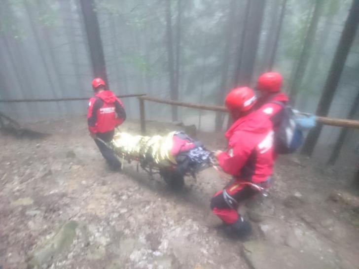 O femeie de 80 de ani, salvată de pe munte în Ceahlău