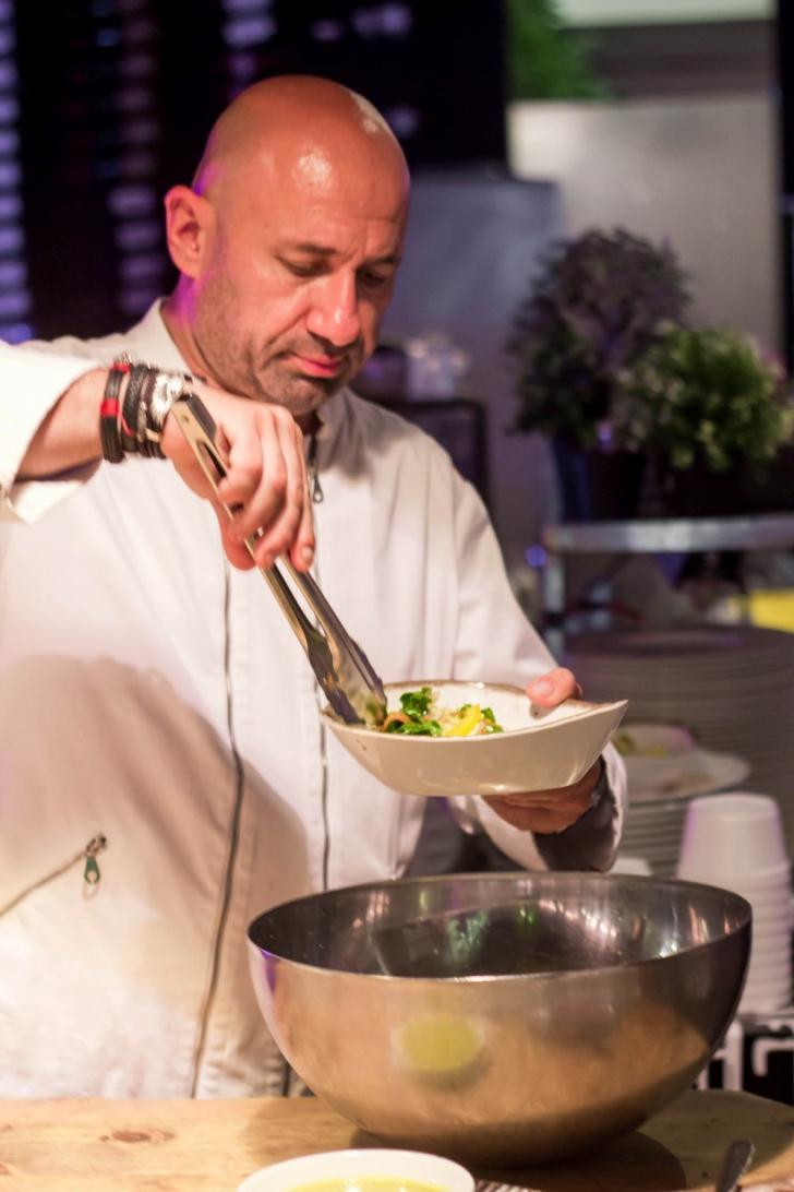 <p>Recomandarea lui Chef Scarlatescu pentru vara asta: Pui Teriyaki cu rucola, baby spanac si ardei (P)</p>