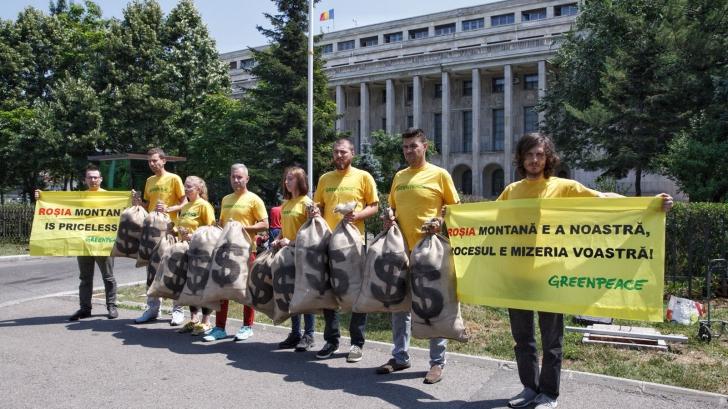 Protest Greenpeace în fața guvernului