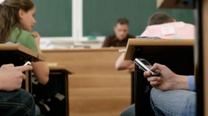 Telefoanele mobile, INTERZISE în şcolile primare şi generale. Unde se întâmplă acest lucru