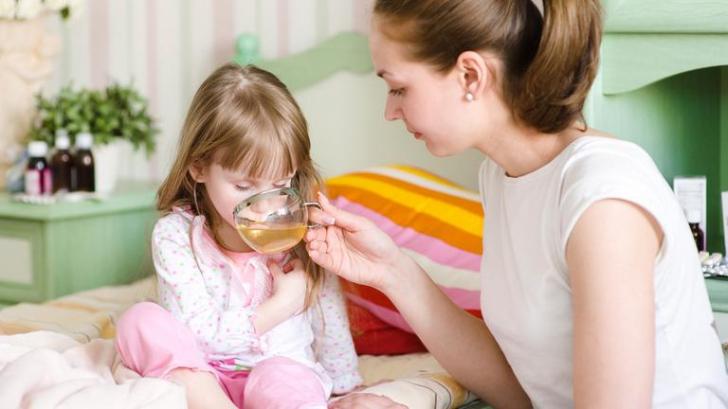 Avertismentul unui medic pediatru: nu face aceste 3 greșeli, când copilul tău are febră
