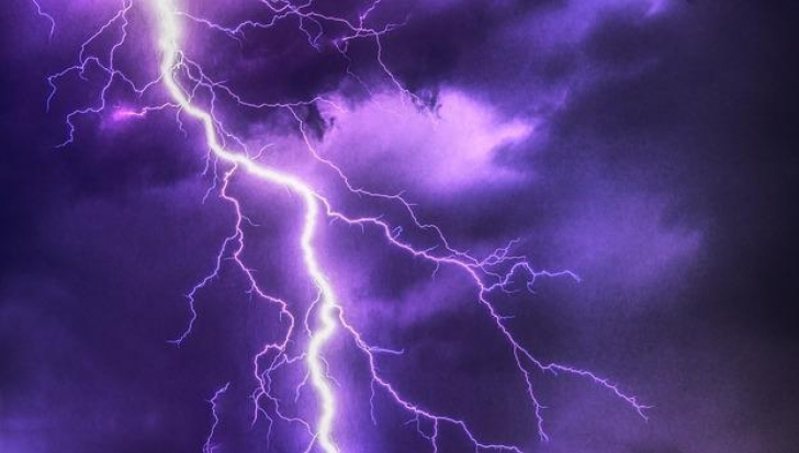 Cod galben de ploi, furtună și grindină, acum! Ce județe sunt lovite