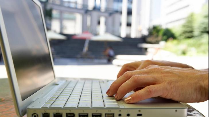 Noi reguli de protecţie a dreptului de autor pe internet. Cine va fi cel mai afectat