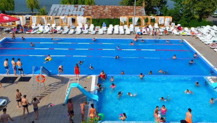 Te poţi îmbolnăvi grav când mergi la piscină.Ce reguli trebuie să respecţi ca să nu ajungi la spital
