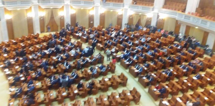 Ziua moțiunii. Unde s-au blocat negocierile dintre PNL și Ponta. Care ar fi miza pentru UDMR