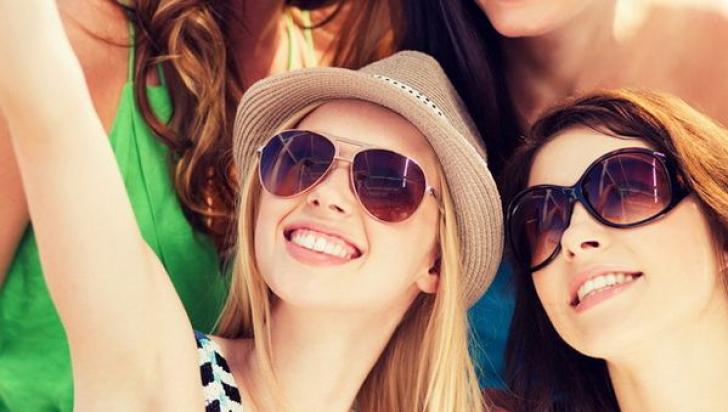 Sunteţi împătimiţi de selfie-uri? Ar putea fi o problemă psihologică gravă