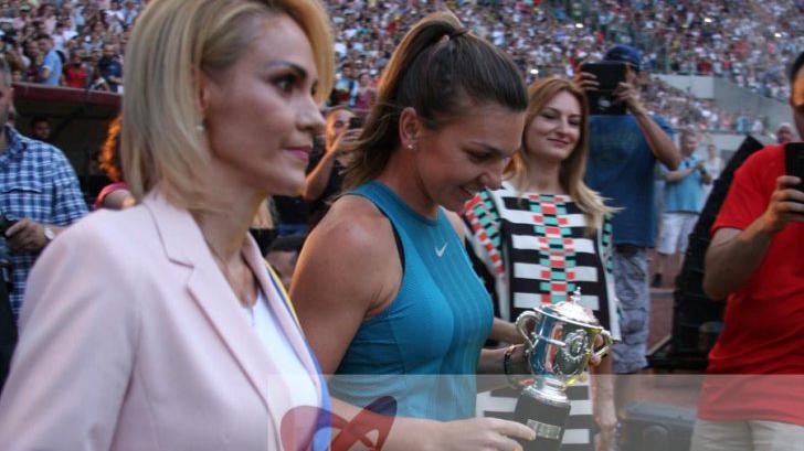 Simona Halep alaturi de Gabriela Firea, pe Arena Nationala, la revenirea sportivei de la Roland Garros. Foto: Cristian Otopeanu
