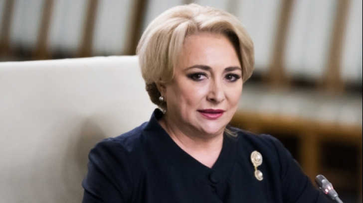 Protest zgomotos în Parlament. Scandări împotriva PSD, în timpul discursului lui Dăncilă
