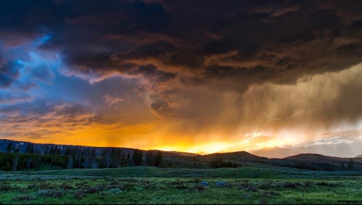 Se întorc furtunile. Cum va fi vremea miercuri și joi, în toată țara