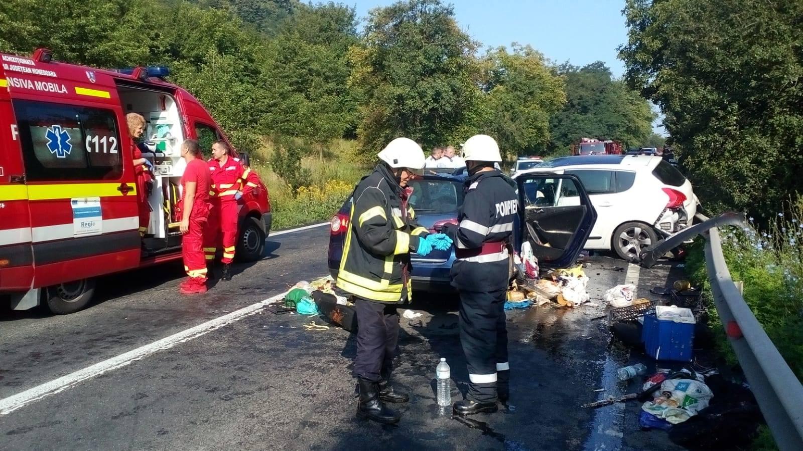 Accident cu 7 victime, în Hunedoara, între care şi doi copii