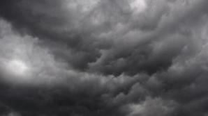 De ce nu scăpăm de vremea rea: un nor s-a blocat deasupra României