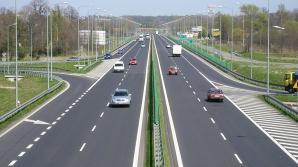 Scene şocante pe un drum naţional: Un șofer, surprins în timp ce conducea cu viteză pe contrasens